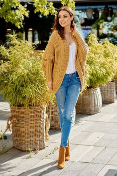 girls' cardigans allow the excellent detail to fasten personal outfit collectively. Mustard Cardigan Outfit, Cardigan Outfits, Cardigan Sweaters, Fall Outfits, Casual Outfits, Fashion Outfits, Womens Fashion, Oversized Cardigan, Ladies Dress Design