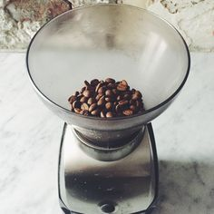 Ground coffee loses a lot of aroma within 15-20 minutes. Best to use freshly roasted and freshly ground coffee right before you brew!