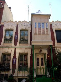 3ª Fase de viviendas del Madrid Moderno de estilo modernistas en la calle Roma, a cargo de, ENTRE otros, Valentín Roca Carbonell, de 1905 a 1906.