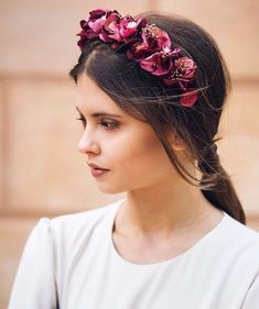 Flower Crown Hairstyle, Crown Hairstyles, Wedding Hairstyles, Summer Wedding Outfits, Bride Headband, Floral Headpiece, Soft Hair, Floral Headbands, Hair Images