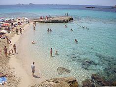 Clear blue waters at Cala Comte beach ...  @coronaexteaeu