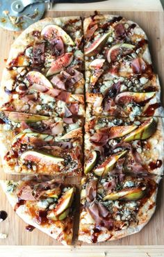 Grilled Flatbread with Fig, Blue Cheese and Proscuitto(I will substitute bacon) recipes gourmet Grilled Pizza Recipes, White Pizza Recipes, Fig Recipes, Flatbread Recipes, Grilling Recipes, Cooking Recipes, Recipes With Figs, Fig Flatbread, Bruschetta Flatbread Recipe