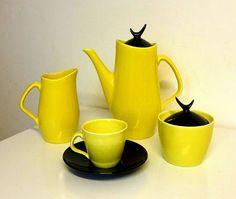 """Kávový servis Diadem navrhl Milan Chlíbec v """"bruselském"""" roce 1958. Servis byl vzápětí zařazen do výroby v teplickém keramickém závodě Spojker."""