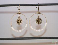 Défi Novembre : féérie de Noël, boucles d'oreilles créoles flocon de neige : Boucles d'oreille par divine-et-feminine