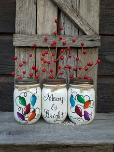 Set Of Three Merry And bright Pint Mason Jars, Painted Mason Jars, Christmas Decor, Christmas Jars – Masonjar Pint Mason Jars, Ball Mason Jars, Mason Jar Projects, Mason Jar Crafts, Pot Mason Diy, Mason Jar Flowers, Flower Vases, Christmas Mason Jars, Pintura Country