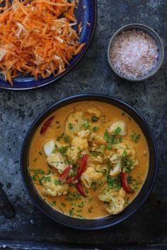 KREOLSK TORSKEGRYTE | med råkostsalat - Fitfocuse Thai Red Curry, Food And Drink, Low Carb, Fish, Dinner, Snacks, Ethnic Recipes, Mad, Food Dinners