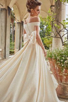 OKSANA MUKHA Wedding Collection 2018 Viva-gown  dress  oksanamukha   weddingdress  weddingday ec9141b0b4519