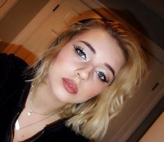 #makeup #make #up #blonde #short #hair #natural #nude #nyx #elf #brown #blonde #pigment #white #eyeliner #curly