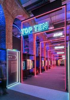 Game On's neon-filled exhibition design pays homage to 80s video games Stand Design, Display Design, Booth Design, Wall Design, Frame Display, Exhibition Display, Exhibition Space, Cyberpunk, Green Design