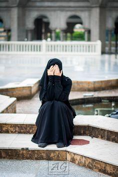 Image about islam in Niqab by عبد الغفور on We Heart It Beautiful Muslim Women, Beautiful Hijab, Hijabi Girl, Girl Hijab, New Hijab, Muslim Girls Photos, Hijab Dpz, Niqab Fashion, Stylish Hijab