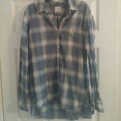Plaid Gap boyfriend shirt Chambray color. So cute! Worn once or twice. GAP Tops Button Down Shirts