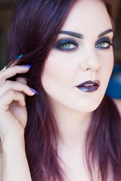 Blue smkining blue makeup, dark matter, makeup looks, beauty makeup, ma Beauty Makeup Photography, Makeup And Beauty Blog, Photography Women, Blue Makeup, Hair Makeup, Face Home, Face Profile, Blonde Women, Dark Matter