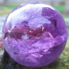 photo source 'The Crystal Merchant' • amethyst crystal ball • crystal reading by riawati • crystal divination by riawati • lithomancy • lithomanthist • riawati