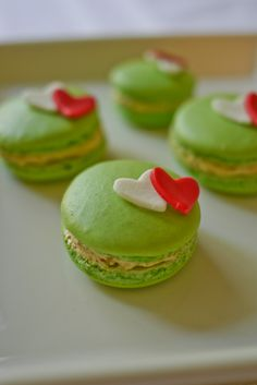 """Hearty"" macarons - Pistachio macaron with avocado cream cheese filling"