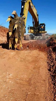 Special bucket for finding Utilities! Heavy Construction Equipment, Construction Machines, Heavy Equipment, Earth Moving Equipment, Caterpillar Equipment, Cat Machines, Armored Truck, Mining Equipment, Heavy Machinery