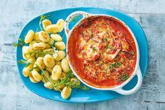 Gnocchi met aubergine al formaggio - Recept - Allerhande - Albert Heijn Dumplings, Mozzarella, Macaroni And Cheese, Foodies, Curry, Ethnic Recipes, Drinks, Recipes, Friday