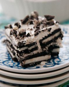 Oreo Icebox Cake-just 3 ingredients and a little time chilling is all that's needed to make this no-bake cool treat!