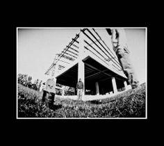 construcción abandonada en parque norte, fotografía estenopeica analógica de 15 cm x 21 cm montada sobre MDF negro de 24 cm x 28 cm - Valor:150=Click