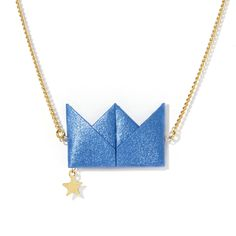 Drama Queen - Necklace - Blue   Short necklace enhanced by an iridescent-coloured origami crown and an accompanying small star. The crown, made of Kozo fibre, is tinted and folded in France in the Noshi design studio.  Chain and small star made of 24k fine gold brass.  Chain length : 21 cm.
