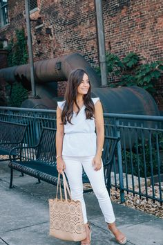 Two Ways to Wear a Peplum Top Casual Date Night Outfit, Casual Winter Outfits, Spring Outfits, Bar Outfits, Night Outfits, Vegas Outfits, Club Outfits, White Pants Outfit, Petite Fashion