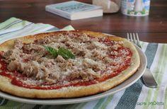 Pizza Dukan con tonno e parmigiano, una ricetta sfiziosa per chi segue la dieta Dukan dei 7 giorni. Visto che questa pizza contiene il parmigiano...