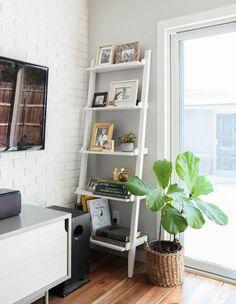 Odd corner decor ideas for that awkward space Leaning Bookshelf, Leaning Shelf, Home Living Room, Living Room Designs, Living Room Decor, Living Area, Room Corner, Corner House, Ladder Shelf Decor
