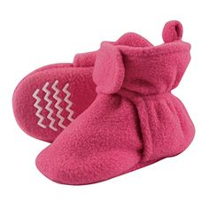 Hudson Baby Unisex Baby Cozy Fleece Booties with Non Skid Bottom: Clothing. Get this baby shoes for your cute baby. Baby Vision, Girls Fleece, Baby Warmer, Baby Socks, Baby & Toddler Clothing, Toddler Girls, Baby Feet, Baby Size, Unisex Baby
