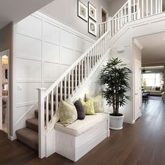 Gorgeous stairway panelling boosting up the coziness and welcoming atmosphere🔥 Staircase Wall Decor, Staircase Remodel, Staircase Design, Entryway Decor, Staircase Architecture, Staircase Ideas, Modern Staircase, Hallway Decorating, Staircase With Landing