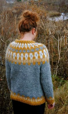 Sif Icelandic Sweater Handmade with 100% by IcelandicKnitsbyAnna. I'd probably make one in something soft like an alpaca/merino blend. I love the gold and silver together.