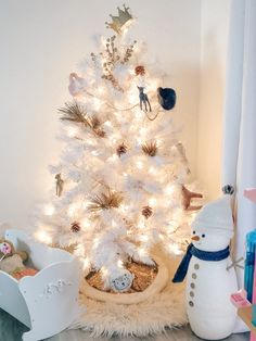 Chic White Christmas Decor for Little Girls bedroom, white holiday decor, Treetopia white tree prelit, Modern Burlap Muslin swaddle blankets hung as