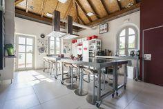 Una cocina fantástica donde realizar los talleres.