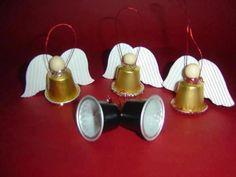 Artesanato de Natal para fazer - Hledat Googlem Christmas Cup, Diy Christmas Tree, Christmas Angels, Christmas Ornaments, K Cup Crafts, Coffee Crafts, Christmas Crafts, Pine Cone Decorations, Christmas Decorations