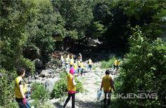양산 #하나님의교회 성도들이 모여 환경정화 #봉사활동을 진행했습니다.