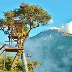 Buenos Dias!  Enjoy a perfect view of the active Tungurahua Volcano as you swing off into the clouds at The Treehouse - 'Casa del Arbol'  Baños, Ecuador  Gracias @ecua_gringo #Tungurahua #discoversouthamerica #Ecuador #baños #banos #treehouse #allyouneedisecuador#BañosEcuador #Casadelarbol