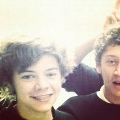 Harry Edward Styles.....WITH BRACES!!!!