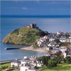 Criccieth Castle, Gwynedd, Wales. Built by Llywelyn the Great in the 1230's jutting out into Tremadog Bay