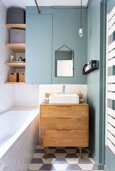 Le style vintage va à ravir à la petite salle de bains