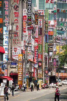 看板が立ち並ぶ街釜山。釜山 旅行・観光おすすめスポット!