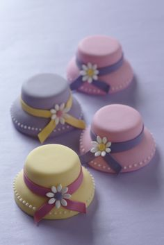 Mini #Hat #Cakes #CakeDecorating . Alternative cupcakes
