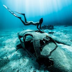 Explore the ocean - Discover what belongs to the sea with a female diver, Scuba Diving Courses, Underwater Pictures, Under The Ocean, Scuba Girl, Padi Diving, Underwater Photography, Gopro Photography, Street Photography, Landscape Photography