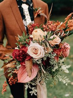 The prettiest wedding bouquets always have flawless colours, beautiful unique design and stunning standout elements. These fall wedding bouquets will be in season for your upcoming wedding. Wedding bouquet is an important part of the bridal look. Fall Bouquets, Fall Wedding Bouquets, Fall Wedding Flowers, Bridal Bouquets, Bridesmaid Bouquet, Bridesmaids, Autum Wedding, Fall Wedding Suits, September Wedding Flowers