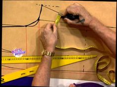 367 - Bienvenidas TV - Programa del 02 de Diciembre de 2013 Hermenegildo Zampar repasamos la moldería de un pantalón Clothing Patterns, Sewing Patterns, Learn To Sew, How To Make, Home Sew, Diy Dress, Sewing Techniques, Pattern Making, Learning