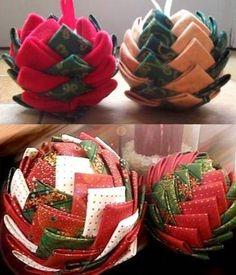 Plein de tutos pour faire des boules de Noël artichaut : http://www.nafeusemagazine.com/Faire-des-boules-de-Noel-en-tissu-divers-tutos_a615.html