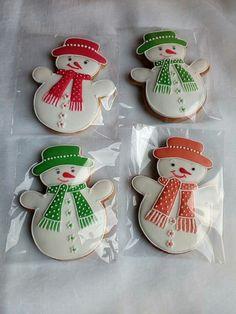 Cute Christmas Cookies, Snowman Cookies, Iced Cookies, Christmas Cupcakes, Easter Cookies, Christmas Goodies, Holiday Cookies, Christmas Treats, Christmas Baking