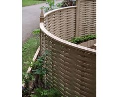 curved fencing Hot Tub Privacy, Privacy Screen Outdoor, Privacy Panels, Fence Panels, Curved Patio, Curved Walls, Garden Screening, Screening Ideas, Three Season Porch