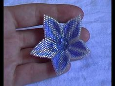 Brick Stitch Flower - (Not English - just watch w/o audio) ~ Seed Bead Tutorials