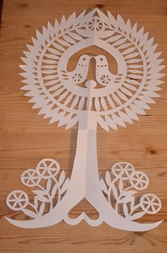 Of course, this is not an easy job because it requires patience. But, the results are amazing. Various forms can be produced with this art of cutting paper. Paper Art, Paper Crafts, Paper Cutting Patterns, Polish Folk Art, Kirigami, Origami Paper, Art Club, Adult Coloring Pages, Art Pictures