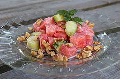 Melonen-Gurken-Salat mit Minze und gerösteten Walnüssen, ein raffiniertes Rezept aus der Kategorie Früchte. Bewertungen: 36. Durchschnitt: Ø 4,3.