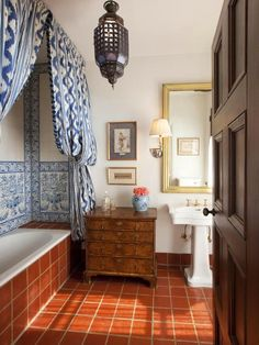Essentials For A Spanish-Style Bathroom – House Remodel HQ Spanish Bathroom, Spanish Style Bathrooms, Spanish Tile, Mediterranean Bathroom, Estilo Colonial, Spanish Colonial, Spanish Revival, Bad Inspiration, Bathroom Inspiration