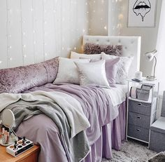 97 Cozy Dormify Room Ideas - Houz on kinal. College Bedroom Decor, Bedroom Decor For Teen Girls, Room Ideas Bedroom, Small Room Bedroom, Light Purple Rooms, Purple Dorm Rooms, Cool Dorm Rooms, Dorm Room Designs, Cute Room Decor
